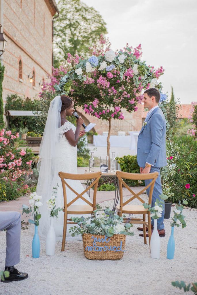 Se dire oui ! Mariage By Maj, wedding planner et wedding designer à Perpinan et dans le 66 pour la cérémonie Laïque d'un mariage en extérieur sur le thème champêtre et pastel