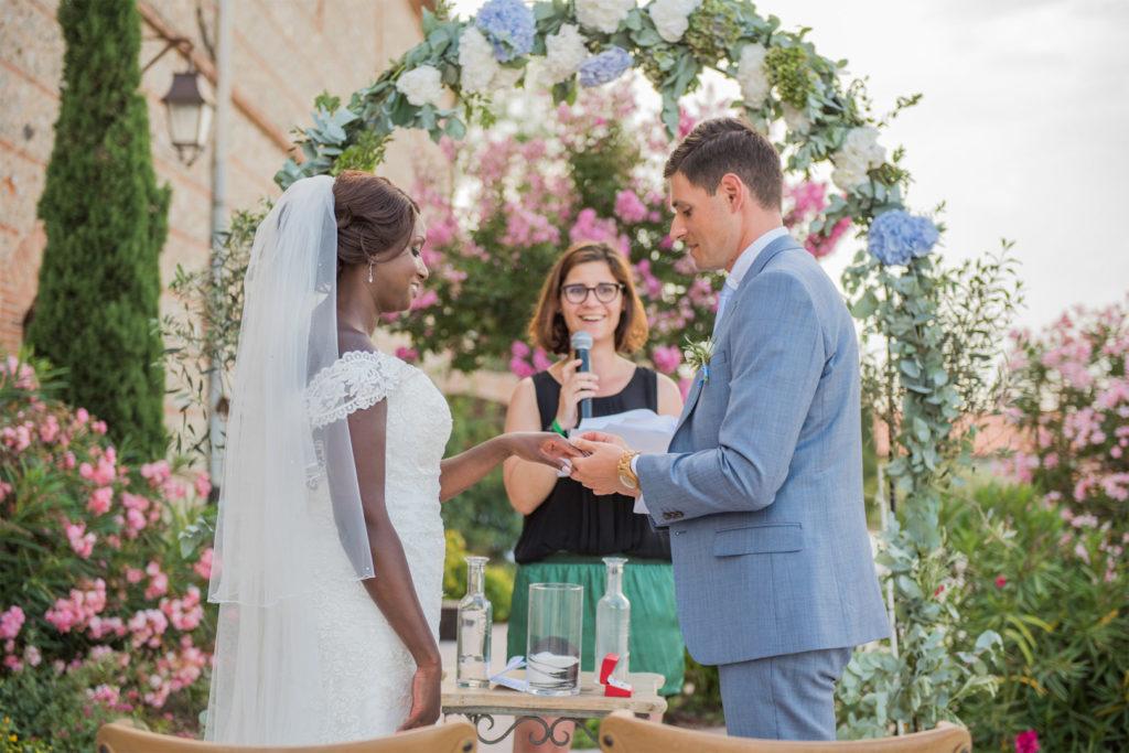 Cérémonie Laïque - Se dire oui ! Mariage By Maj, wedding planner et wedding designer à Perpinan et dans le 66 pour la cérémonie Laïque d'un mariage en extérieur sur le thème champêtre et pastel
